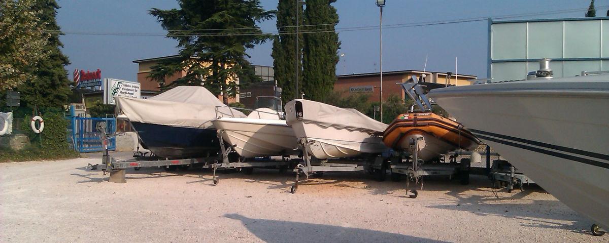 Liegeplätze Boote Sommer Gardasee Pollini Nautica, Bojen mit Bringservice